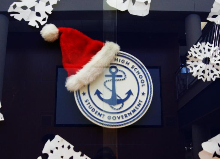 Decoration Dilemma: Should MHS Stray Away From Christmas Décor?